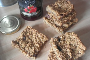 [Super Healthy] Peanut Butter & Berry Baked Porridge Bars